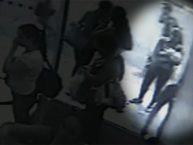 Bebê ficou com desconhecida, que fugiu (Foto: Reprodução/TV Globo)