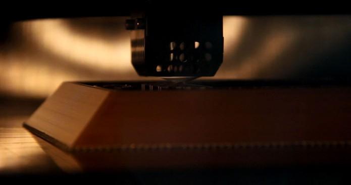 Imagem detalha o processo de impressão do Pyro por uma Fortus 900mc (Foto: Divulgação/Fathom)