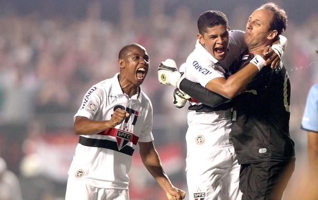 Rogério Ceni comemora gol do São Paulo contra o Bolívar (Foto: AP)