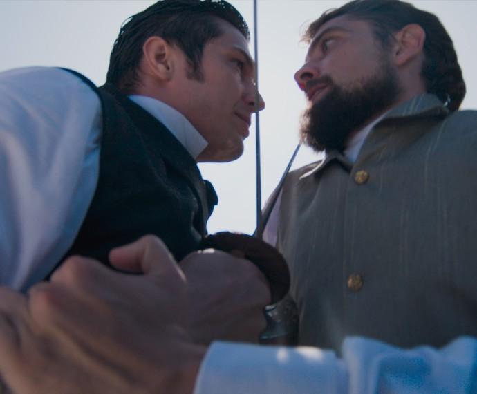 Roberto e Felipe lutam para valer! (Foto: TV Globo)