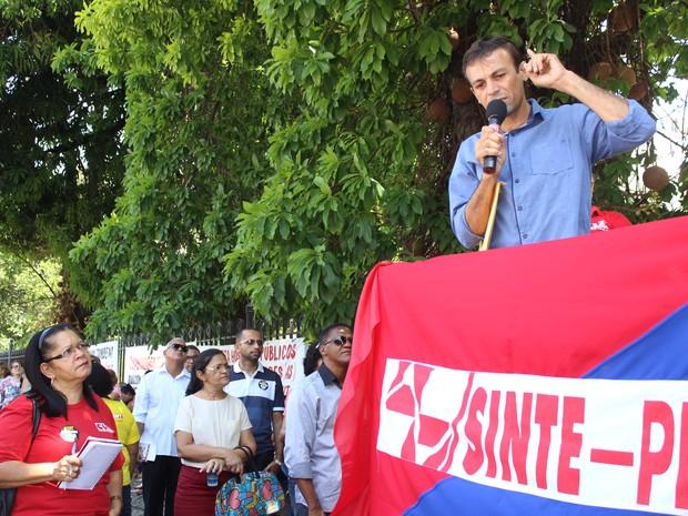 Presidente do Sinpoljuspi falou sobre recuo do governo em reajuste (Foto: Catarina Costa/G1 PI)
