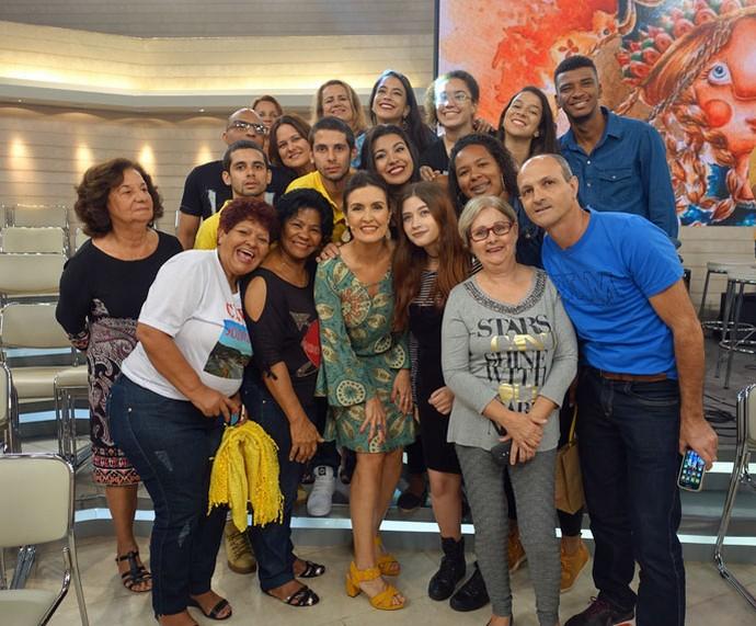Fátima tira foto com a plateia depois do programa  (Foto: Carolina Morgado/Gshow)
