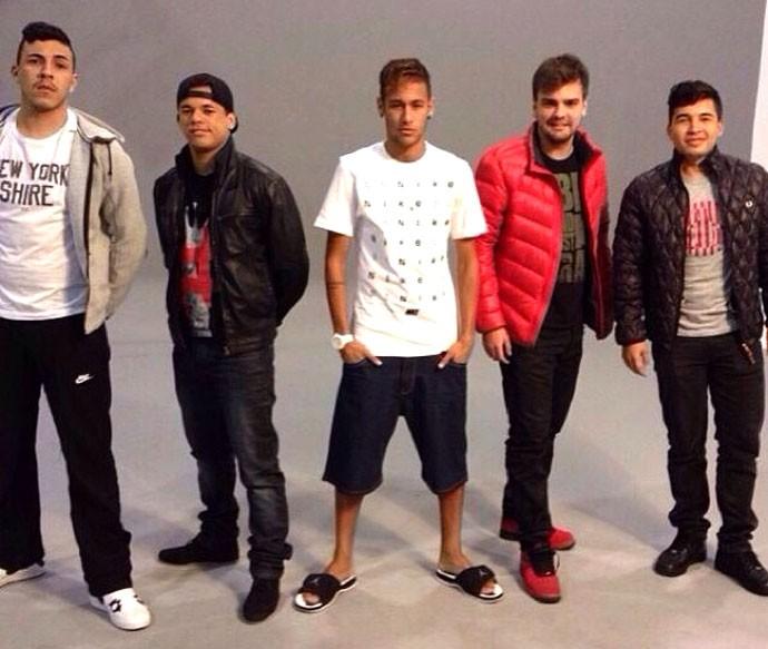 Neymar posando amigos (Foto: Reprodução / Instagran)
