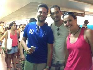Turistas goianos enfrentaram fila e conseguiram comprar o bilhete especial (Foto: Káthia Mello/ G1)