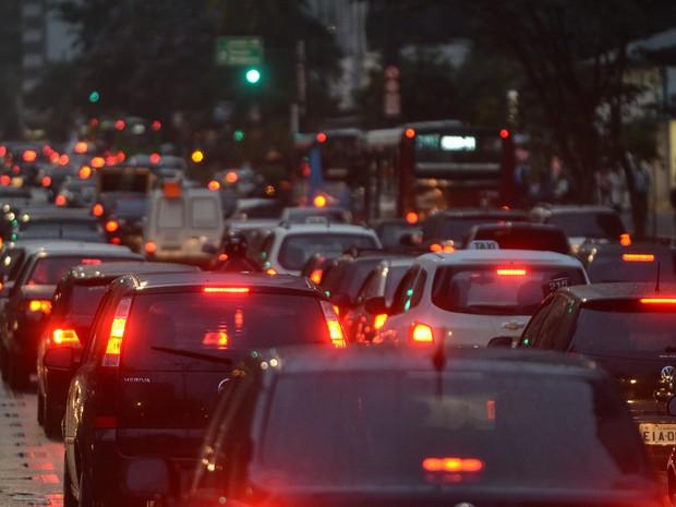 Trânsito intenso da Avenida Paulista, na altura do Masp, região central de São Paulo, no final da tarde desta quarta-feira, 12.  (Foto: Alexandre Moreira/Brazil Photo Press/Estadão Conteúdo)