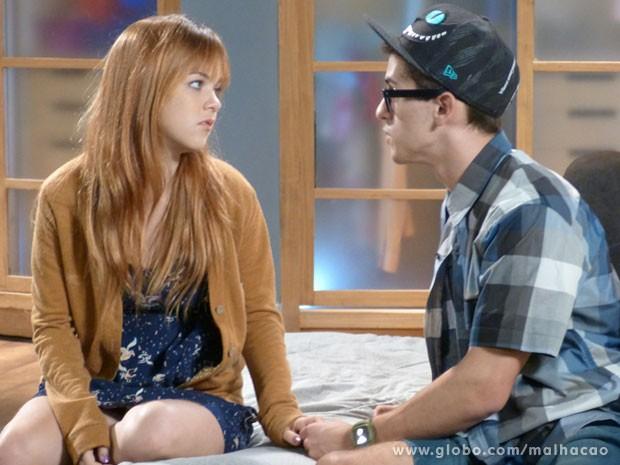 Rola mó clima maneiro entre #MorgOrelha! Mas será que a moranguinho vai namorar com o nerd? (Foto: Malhação / Tv Globo)