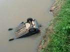 Motorista cai em córrego após perder o controle do veículo em Gravataí, RS