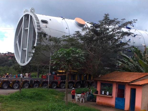 Peça gigante saiu da Base Naval de Aratu, em Salvador, na Bahia (Foto: Eziquiel Simões/Aquivo pessoal)