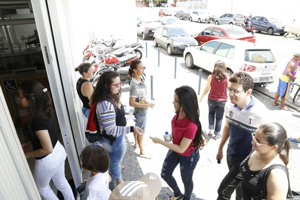 Enem 2016: Candidatos começam a entrar no local de aplicação em Teresina (Foto: João Cunha/G1)