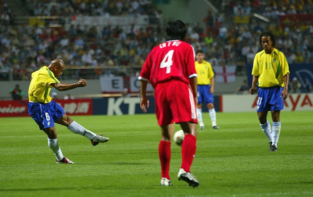 roberto carlos brasil china copa do mundo 2002 (Foto: Agência Getty Images)