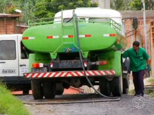 Caminhão-pipa não passa de acordo com o combinado, dizem moradores (Foto: Reprodução/TV Rio Sul)