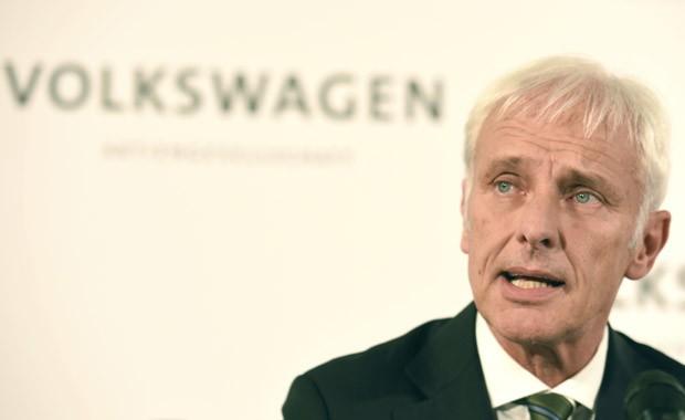 Matthias Muller, que era o diretor da Porsche, durante anúncio de que assumirá a presidência da Volkswagen (Foto: Fabian Bimmer/Reuters)
