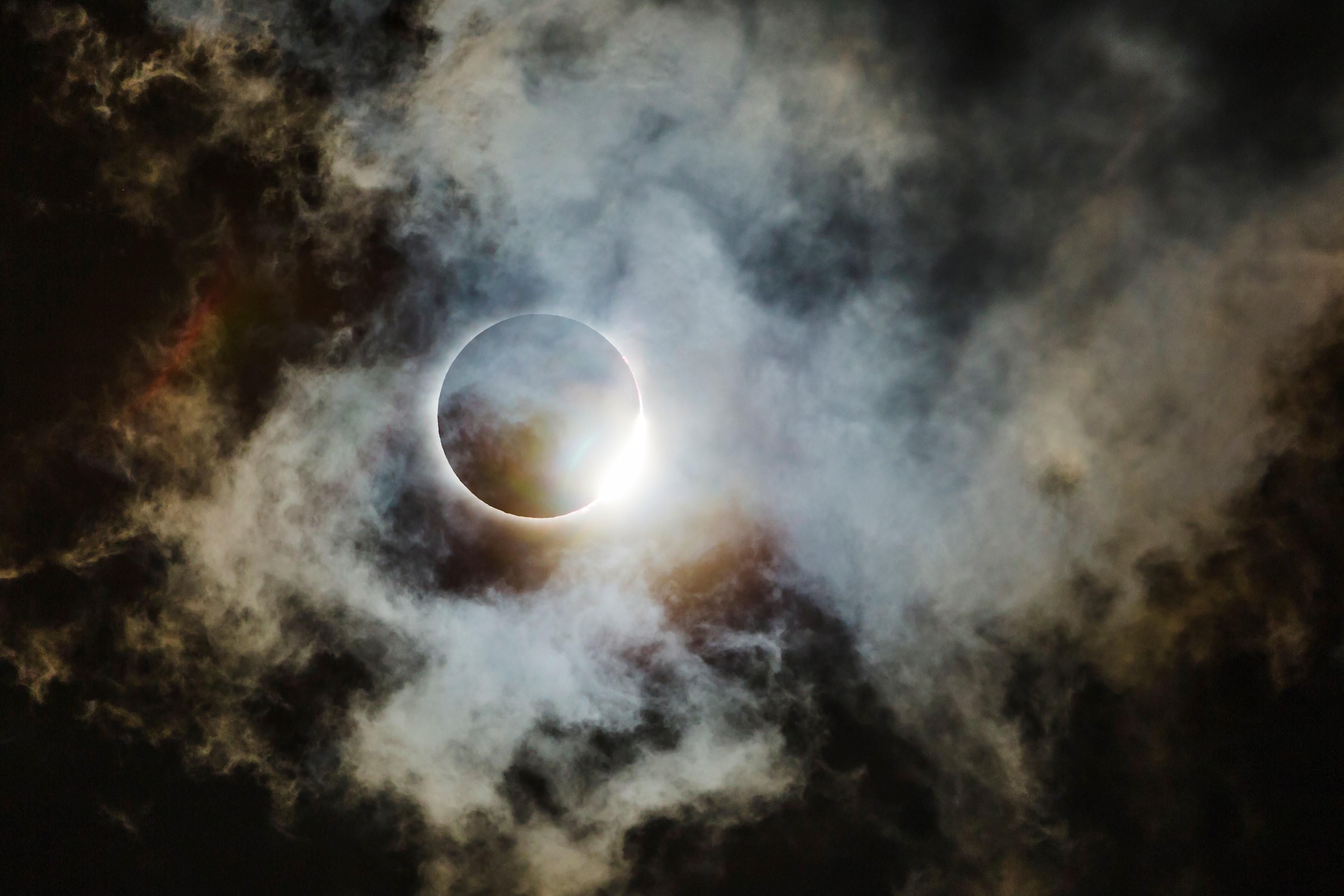 """Wei-Feng Xue foi vice-campeão na categoria """"Astronomia"""" ao clicar eclipse que aconteceu em 2017 nos Estados Unidos (Foto:  Wei-Feng Xue / Divulgação)"""