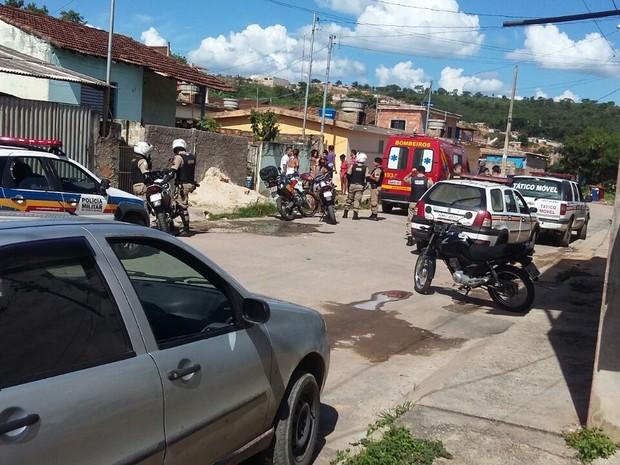 Socorro a vítimas de troca de tiros em Nova Serrana (Foto: PM/Divulgação)