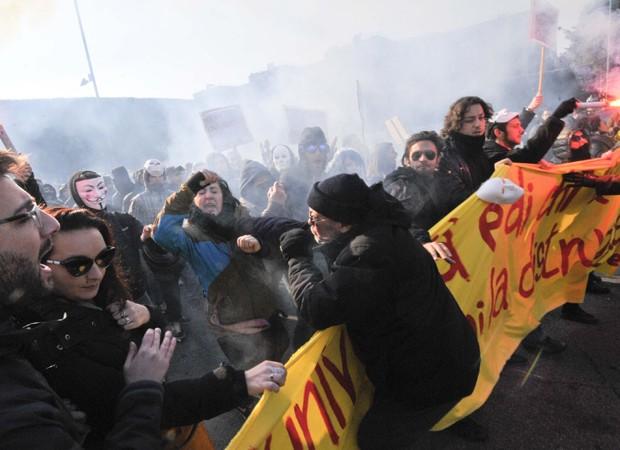 Protestos em roma (Foto: Daniele Leone, Lapresse/AP)
