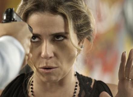 Atena é desmascarada e recebe ameaça de morte