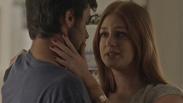 Eliza procura Jonatas para contar sobre Paris (Foto: TV Globo)