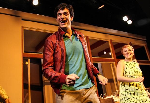 Mateus solano no palco após estreia em São Paulo (Foto: Cláudio Augusto/Photo Rio News)