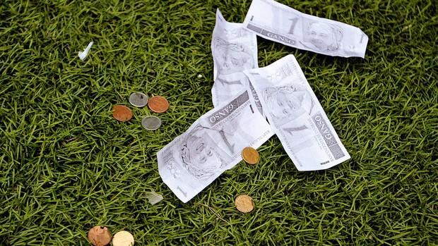 nota Ganso moedas torcida Santos (Foto: Daniel Guimarães / Ag. Estado)