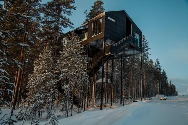 Hotel na Suécia foi construído em meio a floresta de pinheiros (Foto: Reprodução/Johan Jansson)