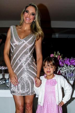 Ticiane Pinheiro com a filha, Rafaella Justus, na festa da apresentadora em São Paulo (Foto: Manuela Scarpa/ Foto Rio News)