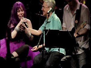 Baby do Brasil canta com Caetano Veloso em show de sucessos; veja (Foto: Reprodução)