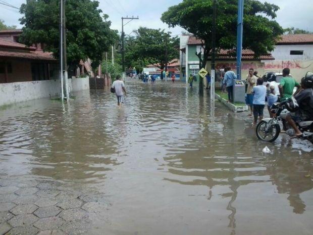 População fica impossibilitada de se deslocar na cidade (Foto: RADAR64.COM / Divulgação)