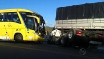 Colisão frontal entre ônibus e carreta deixa feridos  (Reprodução/TV Sergipe)