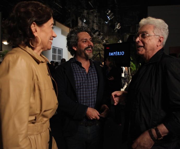 Aguinaldo Silva com os protagonistas Alexandre Nero e Lilia Cabral (Foto: Gshow)