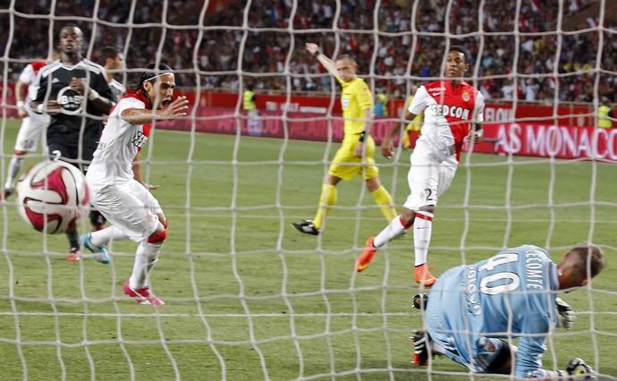Falcao Marca gol do Monaco contra o Lorient (Foto: Agência Reuters)