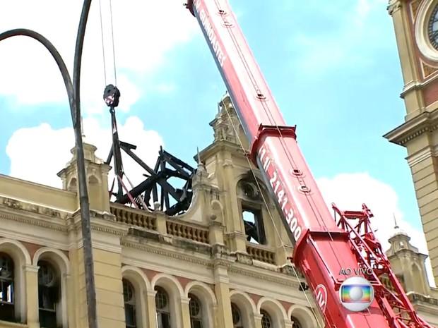 Obras emergencias continuam neste sábado (26) na Estação da Luz (Foto: TV Globo/Reprodução)
