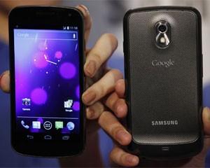 Smartphone Galaxy Nexus, da Samsung, roda a plataforma Android, do Google (Foto: Bobby Yip/Reuters)