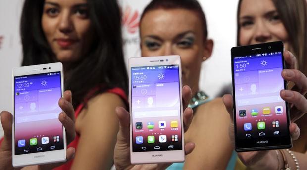 Smartphone Ascend P7, da fabricante chinesa Huawei. (Foto: Philippe Wojazer/Reuters)
