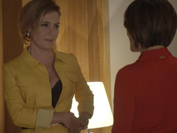 Inês não se intimida mais com Beatriz (Foto: TV Globo)