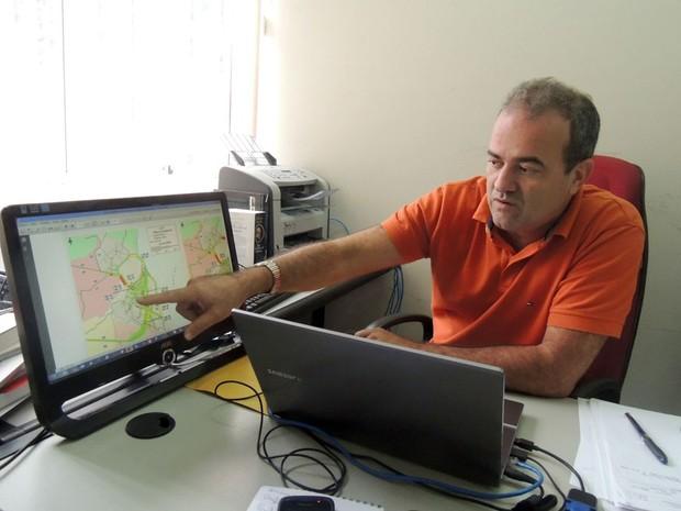 O professor Rubens Ramos fez estudo sobre lugares que adotam subsídios na tarifa do transporte (Foto: Felipe Gibson/G1)