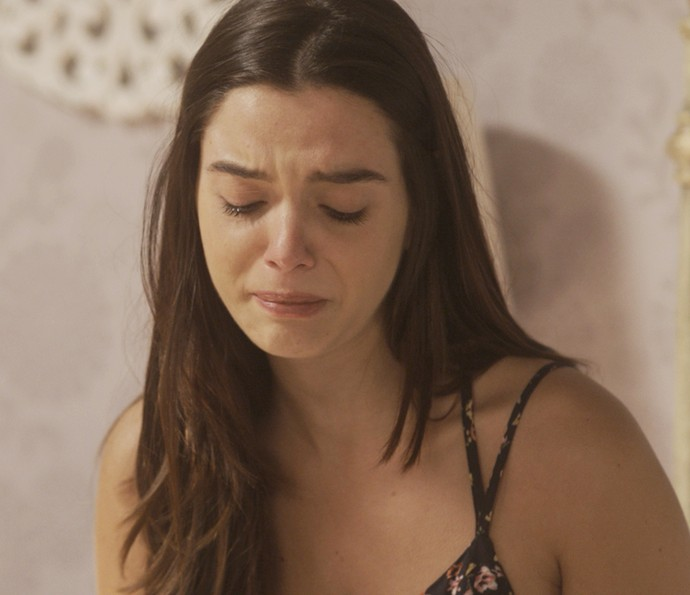 Milena sofre ao descobrir que Vittorio proibia Loretta de visitá-la (Foto: TV Globo)