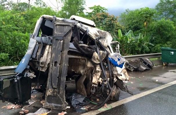 Acidente na Rodovia Anchieta deixa carreta destruída (Foto: Solange Freitas)