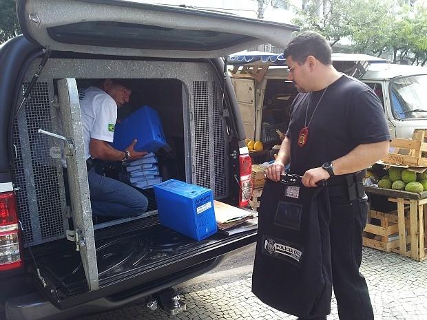 Computadores e documentos foram apreendidos no escritório do Iases em Vitória (Foto: Juirana Nobres/ G1)