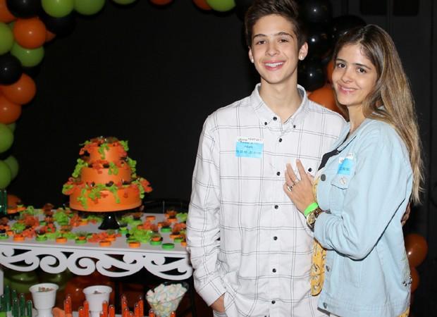 João Guilherme e a mãe, Naira (Foto: Thiago Duran/AgNews)