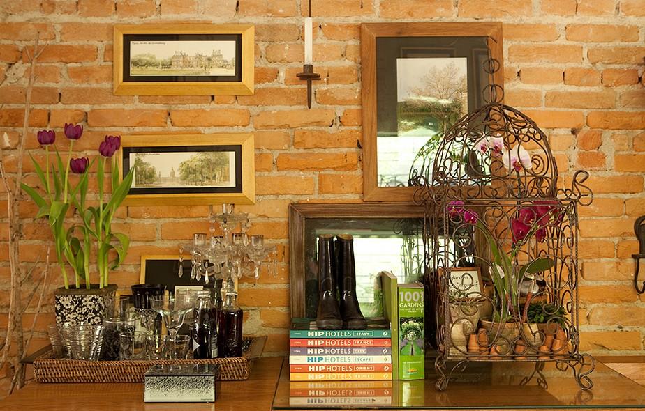 Orquídeas recheiam o interior da gaiola de ferro. A espécie eleita pela paisagista Claudia Muñoz requer poucos cuidados: rega semanal e abrigo sombreado, protegido das correntes de ar