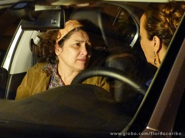 Adília mente e diz que não sabe quem é o pai de seu filho (Foto: Flor do Caribe / TV Globo)