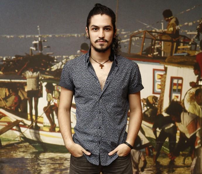 Gabriel Leone será Miguel na segunda fase da novela, filho de Tereza que, neste momento, será intepretada por Camila Pitanga (Foto: Inacio Moraes/ Gshow)