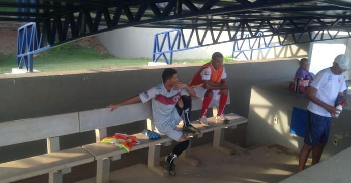 O Taquarussú contou apenas com dois jogadores no banco de reservas neste sábado (22)  (Foto: Edson Reis/GloboEsporte.com)