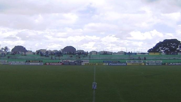 Estádio Mozart Veloso do Carmo, em Rio Verde (Foto: Reprodução / TV Anhanguera)