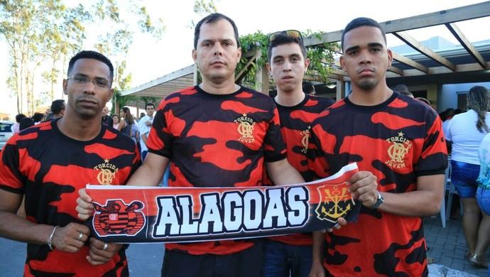 Grupo de torcedores do Flamengo Arthur Maia sepultamento (Foto: Ailton Cruz / Gazeta de Alagoas)