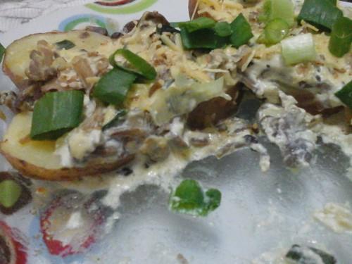 Batatas gratinadas com molho de Shimeji by deborah garbez