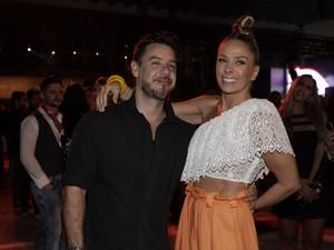 Alexandre Iodice e Adriane Galisteu (Foto: Isac Luz / EGO)