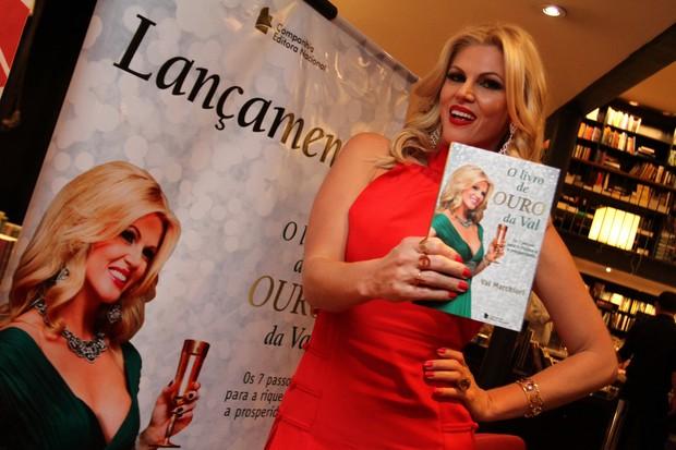 Val Marchiori em lançamento de livro na Zona Oeste do Rio (Foto: Anderson Borde/ Ag. News)