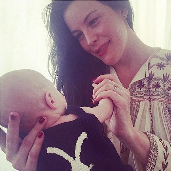 Liv Tyler e seu filho (Foto: Instagram)