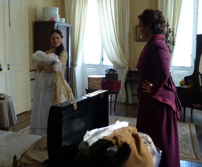 Melissa insiste em colocar o vestido de noiva no baú  (Foto: Guilherme Sousa/Gshow)
